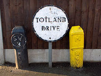 Whitemoor: Circular sign for Totland Drive